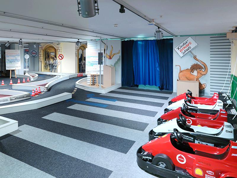 pfister center kinderparadies. Black Bedroom Furniture Sets. Home Design Ideas